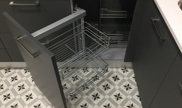 Xavier Gero Interiorismo Barcelona detalle armario cocina suelo hidráulico