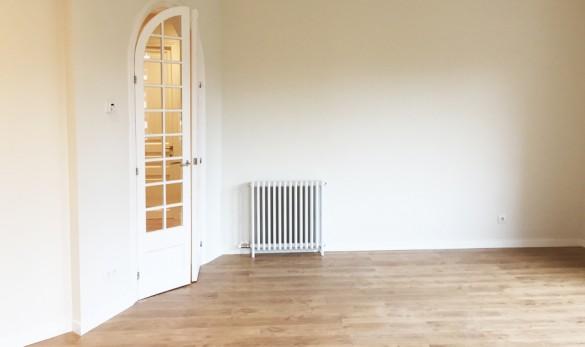 Xavier Gero Interiorismo Barcelona detalle puerta salón con radiador hierro antiguo